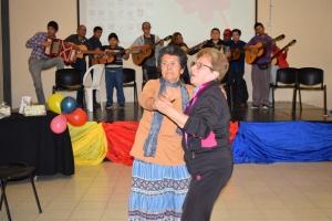 Emotivo encuentro de adultos mayores celebrando el Día de la Ancianidad