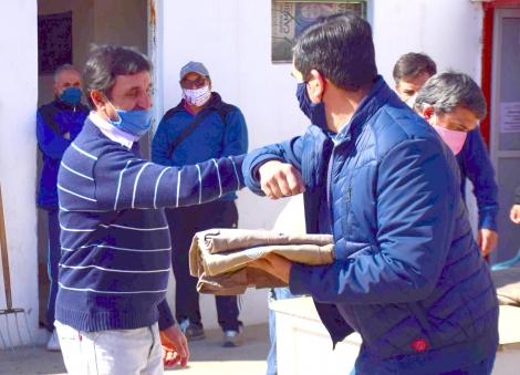 Irigoyen entregó nueva indumentaria y anunció aumentos para municipales