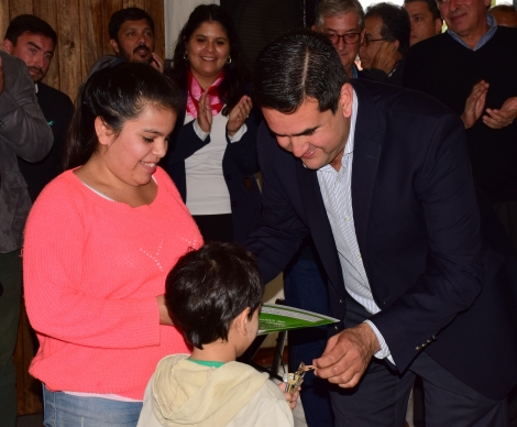 Irigoyen y Valdés entregaron 50 viviendas en Curuzú