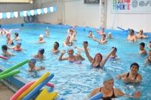 Gimnasia acuática y aeróbica gratuita para adultos mayores
