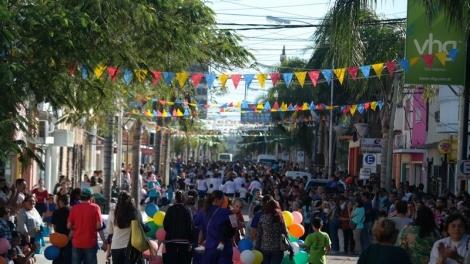 Con un emotivo desfile la Comuna celebró el día de los Jardines de Infantes