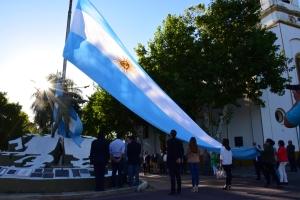 Acto por el aniversario del primer izamiento de la Bandera Nacional