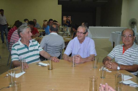 Funcionarios municipales presentes en importante acto que reunió a dos generaciones del fútbol local