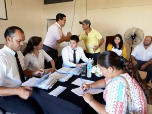 Entrega de tarjetas de débito a empleados municipales