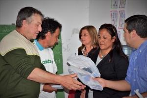 """Autoridades entregaron útiles escolares a alumnos de la E.P.J.A. N°5 """"José Nicolás Papaleo"""""""