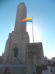 La bandera  curuzucuateña  flamea en Rosario