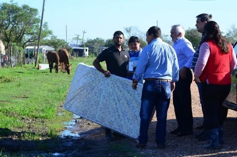 Tras las copiosas precipitaciones el Municipio asistió a Cazadores Correntinos
