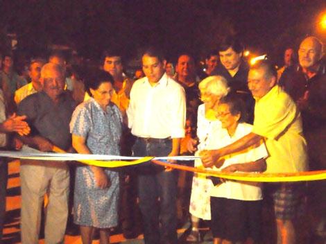 Nueva cuadra pavimentada en el barrio Centenario