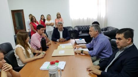 Irigoyen firmó la licitación para las obras de canalización de los arroyos