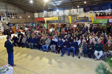 El reconocido periodista Nicolás Kasanzew brindó una conferencia en la Feria del Libro de Curuzú