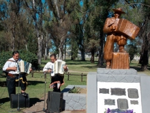 Acto en el monumento a Tarrago Ros