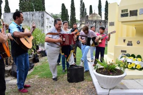 Con una musiqueada recordaron al maestro Tarragó