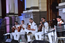 Frente al Palacio Municipal se realizó un espectáculo de vigilia por los 210 años de Curuzú Cuatiá