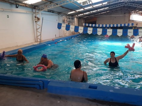 Gimnasia acuática para adultos mayores