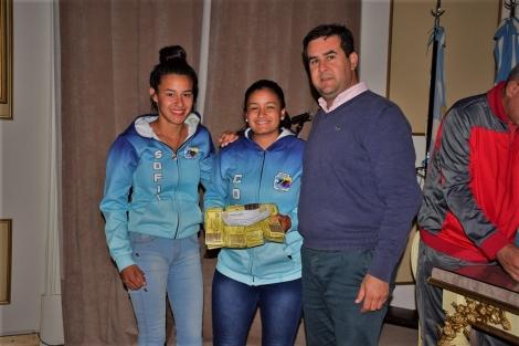 El Intendente entregó los cartones para el Bingo Estudiantil