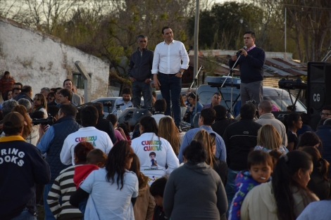 El intendente Irigoyen y el gobernador Valdés inauguraron obras de canalización de los arroyos y gas natural en Curuzú