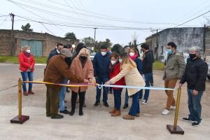 Vecinos de calle Castelli agradecen a Irigoyen por nueva cuadra pavimentada